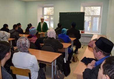 25 октября 2017 года директор «Медресе «Хусаиния» РДУМОо Альфит хазрат Шарипов провел в «Медресе «Хусаиния» рабочее совещание с преподавателями и имамами мечетей Оренбурга