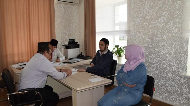 15 мая в Оренбургском «Медресе «Хусаиния» состоялся очередной педсовет, работой которого руководил директор «Медресе «Хусаиния» Альфит хазрат Шарипов.