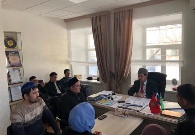 15 марта директор «Медресе «Хусаиния» РДУМОо Альфит хазрат Шарипов встретился с активными молодыми студентами — мусульманами.