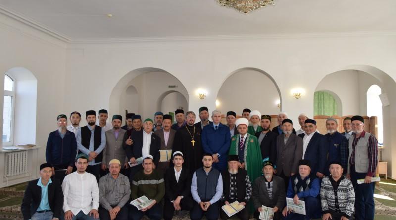 18 октября в целях повышения эффективности работы по профилактике распространения экстремизма, терроризма и радикальных идей среди населения в Центральной Соборной мечети состоялся итоговый семинар-совещание для имамов.