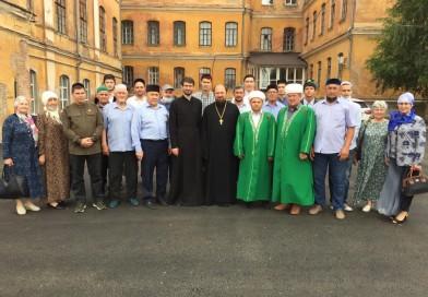 16 июня 2021 года муфтий Альфит хазрат Шарипов вместе с преподавателями и студентами «Медресе «Хусаиния» посетили с экскурсией Оренбургскую духовную семинарию.