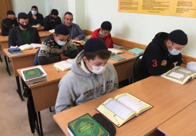 C 1сентября у студентов очной формы обучения «Медресе «Хусаиния» начались занятия